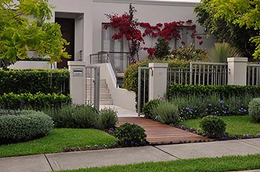 Farr Lanscapes - we specialisein renovating private gardens